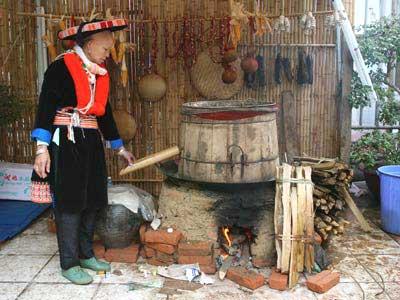 Thưởng thức hương vị đậm đà rượu ngô Na Hang, Mường Khương
